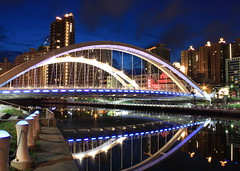 (AliceFuPiano) Tags: bridge night taiwan kaohsiung   jing yuan