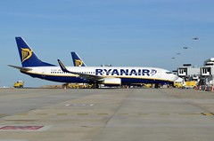 Ryanair Boeing 737 (EI-ESX) at the gate at Faro Airport Portugal (PictureJohn64) Tags: travel portugal plane faro flying airport nikon gate flickr traffic aircraft aviation air transport flight sigma aeroplane transportation airline pax boeing machines ryanair flughafen avio airlines flugzeug avin aeropuerto aereo airliner avion 737 fao aviones aerodrome vliegtuig reizen vliegveld planespotting aviacion avies aeronautical spotter aerodynamics flyet lpfr compagniesariennes lineaarea d5100 flyselskab picturejohn64 eiesx amantesdaaviao
