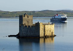 Kisimul Castle & Boat (alex_jane2003) Tags: sunset castle water scotland boat mac cal barra isle caledonian macbrayne kisimal