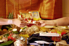 Hands (Siouz) Tags: india leaves engagement ceremony gifts bracelets hindu coconuts offerings autel oullins