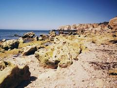 Algarve, marinhas, (Portugal) (gloriafuentesber) Tags: costa portugal mar playa turismo roca piedra relieve ocanoatlntico erosin orografa elalgarve hidrologa geografafsica