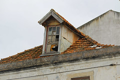 Nazar (hans pohl) Tags: portugal nazar toits roofs fentres windows abandonn abandoned architecture