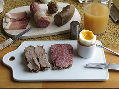 Frikadelle und Stracke auf Oldenburger Vollkornbrot zum Frhstcksei (multipel_bleiben) Tags: essen frhstck typischdeutsch