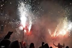 Correfoc 033 (Pau Pumarola) Tags: correfoc foc fuego feu fire feuer guspira chispa étincelle spark funke festa fiesta fête fest diable diablo devil teufel catalunya cataluña catalogne catalonia katalonien girona diablesdelonyar