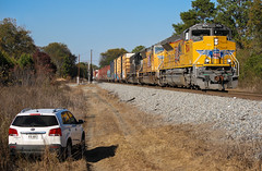 Kia and EMD (weshendrix) Tags: norfolk southern ns albany district macon georgia ga walden train railfanning railfan railroad rr freight manifest emd sd70ah diesel engine locomotive up union pacific outdoor vehicle car crossing