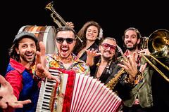 ORQUESTRA MARAVILHA 1 (Rabisco do Design) Tags: saxofone gaita sanfona fanfarra orquestra trombone bumbo trompete