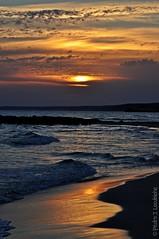 Posta de sol a la platja (1) (Explore, Apr. 17, 2012) (Perikolo) Tags: sunset sol atardecer mar playa puesta menorca platja posta sonbou capvespre alaior mygearandme mygearandmepremium mygearandmebronze mygearandmesilver mygearandmegold mygearandmeplatinum mygearandmediamond 20tfamaneceratardecer geomenorcaonlythebest