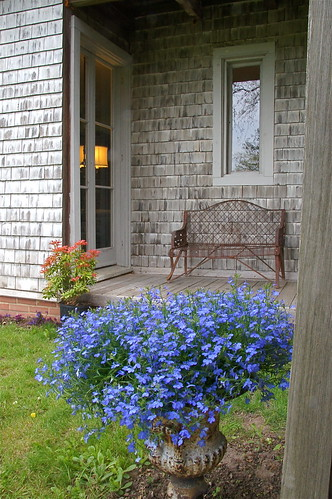 Mini-porch At Linwood Gardens