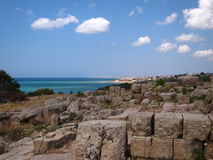 selinunte archaeological park (rebe) Tags: light summer italy mediterranean mediterraneo south sicily sicilia selinunte archaeologicalpark