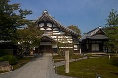 Priest's quarters (, kuri) (foliosus) Tags: architecture garden temple canonefs1022mmf3545usm
