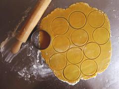 sablecookies (Petiscos e Miminhos) Tags: cookies baking cookie sable cookiecutter pastafrolla