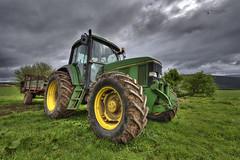 John Deere (jojesari) Tags: tractor asturias fx hdr johndeere suso oscos d810 photomatixpro4 nikkor1635mmf4gedvrafs jojesari