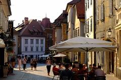 Liubliana (14) / Eslovenia / Slovenia (Ull mgic) Tags: liubliana eslovenia slovenia nucliantic edifici arquitectura carrer contrallum contraluz fuji xt1