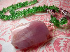 Crab agate and green quartz beaded necklace (designbysunzeri) Tags: poeticnotionsjewelry etsy crabagatenecklace greenquartznecklace quartznecklace chipnecklace stonenecklace greennecklace purpleandgreennecklace beadednecklace