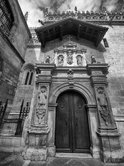 Granada : Capilla Real ( Royal Chapel of the Catholic Monarchs ) (Angel Talansky) Tags: granada city turismo andalucia granadacity capilla capillareal portada portadacapillareal puerta 112