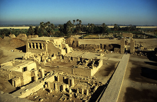 "Ägypten 1999 (525) Tempel von Dendera • <a style=""font-size:0.8em;"" href=""http://www.flickr.com/photos/69570948@N04/30468756383/"" target=""_blank"">View on Flickr</a>"
