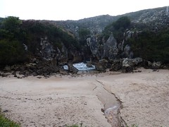 Playa de Gulpiyuri (2) (calafellvalo) Tags: cangasonsgulpiyuriasturiesasturiassidrasidreriacalafellvalo gulpiyuri cangasdeons asturias asturies sidra escanciar sidreria costa acantilados calafellvalo espaa cantbrico