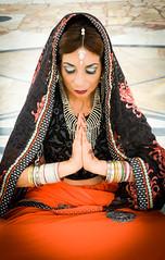Fabi (OneMarie!) Tags: woman girl mujer hindi hindu india velo sari sarii alhajas joyas jewelry meditation meditacin templo temple