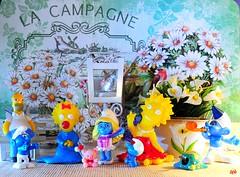 I Simpson ospitano i Puffi (_Gi_) Tags: toys puffi fantasy fun colours simpson