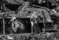 CrestWoodMallDemolition_SAF7467-3 (sara97) Tags: constructionequipment copyright©2016saraannefinke crestwoodmall demolition heavyequipment missouri outdoors photobysaraannefinke saintlouis blackwhite blackandwhite bw bigdaddy