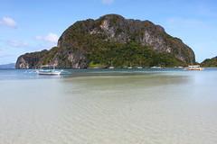 corong-corong beach (Little Raven) Tags: sea beach island boat asia southeastasia philippines tropics southchinasea pilipinas elnido palawan bangka republicofthephilippines bacuitbay corongcorong republikangpilipinas
