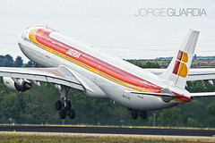 Takeoff in the rain (Jorge Guardia Aguila) Tags: madrid airbus a330 spotting iberia barajas ivmadopenday