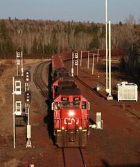 DMIR 402 (binsiff) Tags: cn nugget canadiannational dmir emd tunnelmotor sd40t2 oretrain hoytelakes