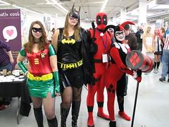 Robin, Batgirl, Deadpool, Harley Quinn (FranMoff) Tags: robin costume cosplay batman batgirl harleyquinn batwoman costumer deadpool granitestatecomicon2013 granitecon2013