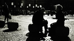 break [EXPLORE 2015-04-19] (pix-4-2-day) Tags: stachus paar pause break couple gegenlicht schwarzweis black white contrast kontrast pflaster cobblestone sitting wind hair haare munich münchen laternen street strase photography man woman mann frau platz place backlit lamp light pix42day explore explored