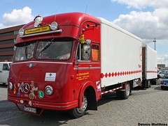 The Big Box (Schwanzus_Longus) Tags: blue bus museum truck vintage germany army mercedes benz 1 moving big diesel stuttgart box crane furniture transport schuppen dump lorry german lp oldtimer 311 bremen van 333 load freight lastwagen