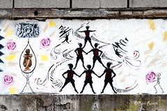 Napoli. Bagnoli. Street art by El Tatami and Lus57 (R come Rit@) Tags: italia italy napoli naples bagnoli ritarestifo photography streetphotography streetart arte art arteurbana streetartphotography urbanart urban wall walls wallart graffiti graff graffitiart muro muri streetartnapoli streetartnaples naplesstreetart napolistreetart graffitinapoli graffitinaples naplesgraffiti naplesurbanart urbanartnapoli streetartitaly italystreetart contemporaryart artecontemporanea artedistrada lus57 eltatami stencil stencilart woman women donna donne face faces silhouette acrobati piramide acrobats pyramid angeli angel angelo arcangelo archangel