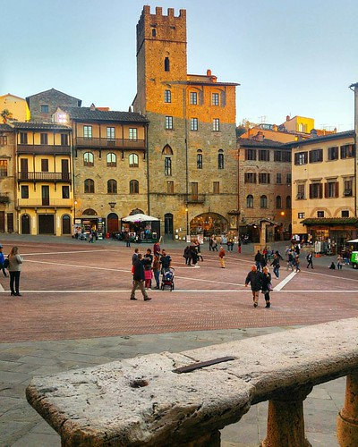 """""""Il bel paese ch'Appennin parte e 'l mar circonda e l'Alpe."""" F. Petrarca - Arezzo, 1304〰 📚 📚 📚"""