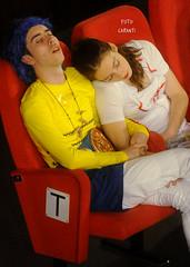 (Niccolò Caranti) Tags: dsc9303 lcg16 lucca comics games cinema astra sleeping sala couple candid sonno cosplay costume toscana tuscany italia italy boy girl ragazza ragazzo coppia nap pisolino riposo