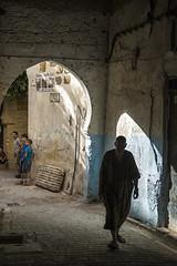 Fez - Medina (Sebastin Izquierdo) Tags: marruecos fez personas sombra laberinto medina nios people child children shadow