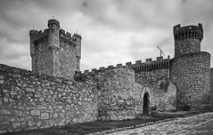 Castillo de Oropesa, Toledo (fcuencadiaz) Tags: byw castillalamancha toledo castillos analogica fotografiaargentica formatomedio ilfordpanfplus oropesa