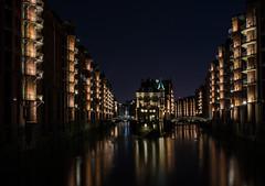 Wasserschloss (schmidtvossloch) Tags: schloss hamburg speicherstadt nacht hafen nikon architektur
