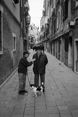 good old times ... (Silvio Naef) Tags: venezia ilford delta 400 35mm summicron leicam6 italy streetphotography