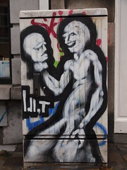 idiot  Bruxelles, close to Place Flagey (PB165376) (signaturen) Tags: bruxelles brssel brussels crayons crons bleistift pencil graffiti murales wallpeinting streetart urbanart eugeneflagey idiot