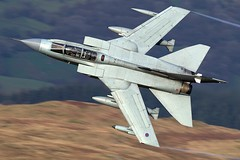"""""""MRM11"""" (PhoenixFlyer2008) Tags: royalairforce panavia tornadogr4 wales canon machloop lowlevel za598 bwlch exit panning fastjet speed military aviation aircraft marham mrm11"""