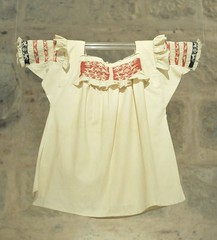 Oaxaca Blouse Mexico (Teyacapan) Tags: clothing embroidery mexican oaxaca textiles museums ropa mixtec blouses mexicanas blusas