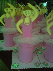 Enfeite de mesa Bailarina (Andressa Duarte Artesanato em E.V.A) Tags: eva castelo carros convite madagascar bailarina baleiro festainfantil lembrancinha enfeitedemesa enfeitesdemesa chdefralda