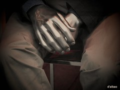 Cold hands * (Franco D´Albao) Tags: cold mannequin metal hands fingers manos dedos shopwindow frío escaparate maniquí picnick schneiderlens dalbao francodalbao intelistudio samsungwb700