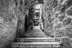 Pasillo en la Ciudad Vieja (JoeyRamone) Tags: bw history stone israel jerusalem passage vacations 2011