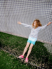 Hanging out (joyrex) Tags: color green net grass fun kid spain explore spanje pinedademar cataloni