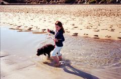 beachwalk26 (faVori rouge) Tags: from road beach nature animal st by photo lab kodak walk olympus artificial tudor scan lightleaks human 200 100 135 developed kilda mentone develop 35rc ektar mordialloc v700