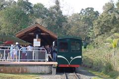Centro de Recepcion de Cataratas de Iguazu desde Argentina. El tren a la 'Garganta del Diablo' lleno de gente (escandio) Tags: argentina iguazu 2007 iguaz arg2 transamericana
