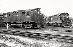 PC, e-PRR DL640 2426 and EMD GP38 7975 idle with at least two GE locomotives at Mingo Junction, Ohio, 1976. (Ivan S. Abrams) Tags: blackandwhite newcastle pittsburgh butler bo ge prr ble conrail alco milw emd ple 2102 chessiesystem westmorelandcounty 4070 bessemerandlakeerie steamtours pittsburghandlakeerie ivansabrams eidenau steamlocomtives ustrainsfromthe1960sand1970s