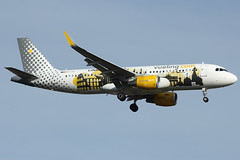 Airbus A320 Vueling - Ec-lvp (totoro - David D.) Tags: plane canon airport europe aircraft aviation landing airbus land runway espagne canoneos compagnie spotting orly avion linking a320 piste taxiway atterrissage aroport airbusa320 approche ory lowcost vueling a320200 compagniearienne 550d aronef lfpo airbusa320200 aroportparis vuelingcom aroportorly canoneos550d sharklets eos550d 550dcanon aroportparisorly a320sharklets airbusa320sharklets eclvp linkingeurope eos550deos