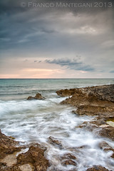 Estate fugit (Alfetta78) Tags: longexposure italia tramonto mare salento puglia vacanze onde scogli ionio