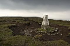 Trig Point (l4ts) Tags: landscape heather derbyshire peakdistrict erosion darkpeak moorland gritstone southyorkshire trigpoint howdenedge upperderwentvalley outeredge minoltaamount britnatparks